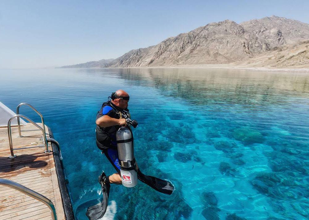 boat diving at Gabr el bit Dahab